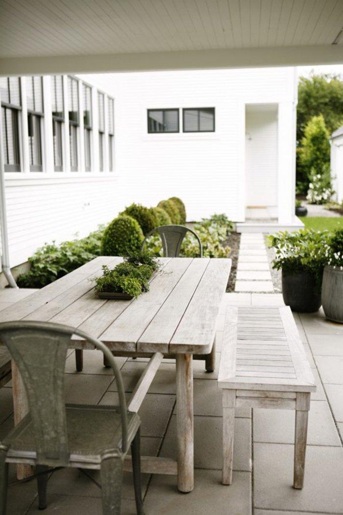deko-terrasse-massivholz-mobel