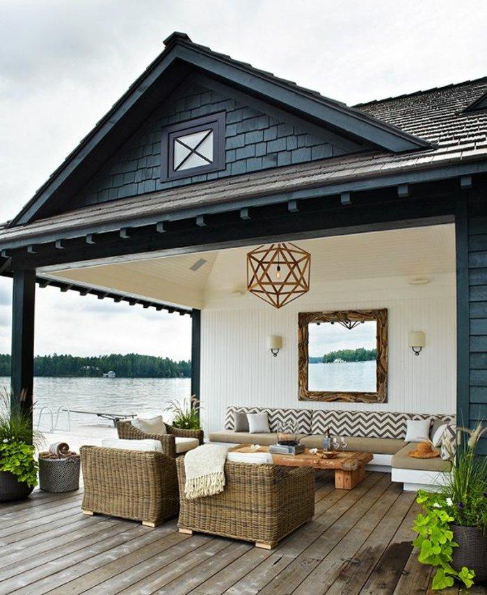 deko-terrasse-mit-einem-spiegel