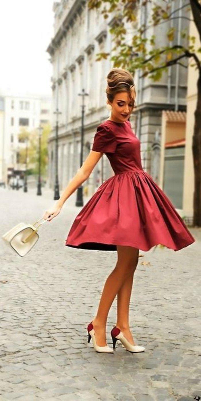 elegante-kleidung-leidenschaftliches-rotes-kleid
