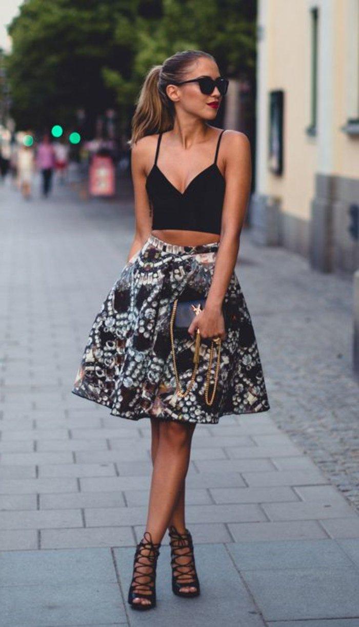 elegante-mode-damen-ein-bunter-rock