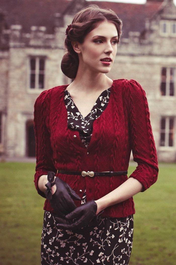 elegante-mode-damen-mit-braunen-handschuhen
