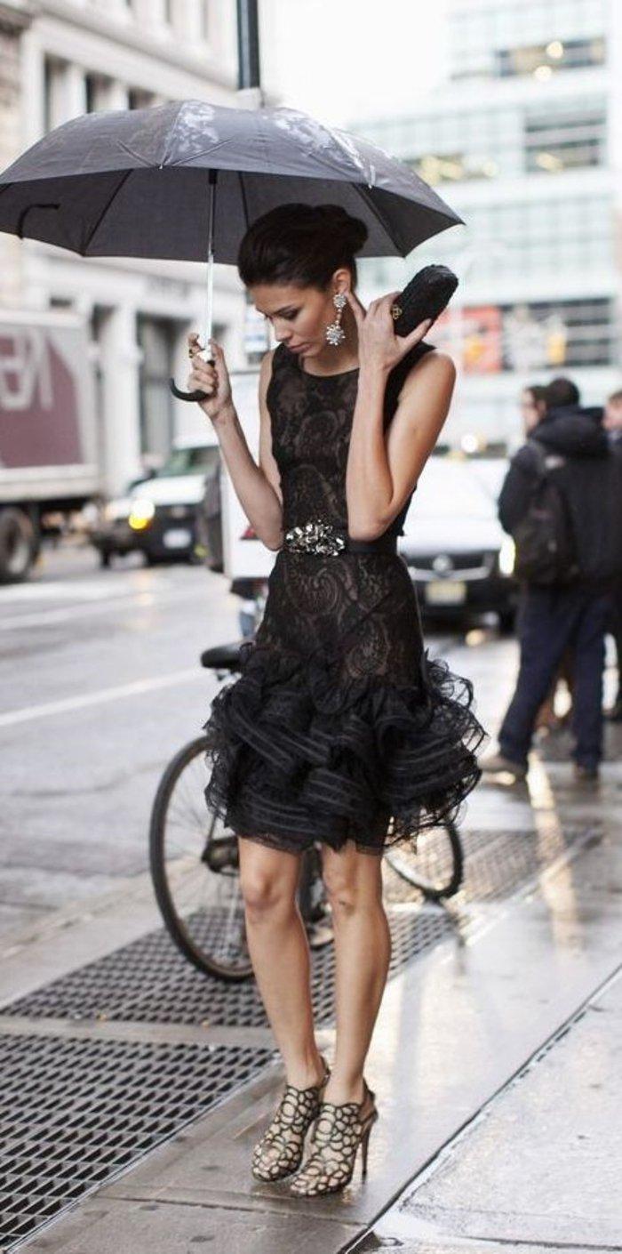 elegante-mode-damen-mit-schwarzer-seide