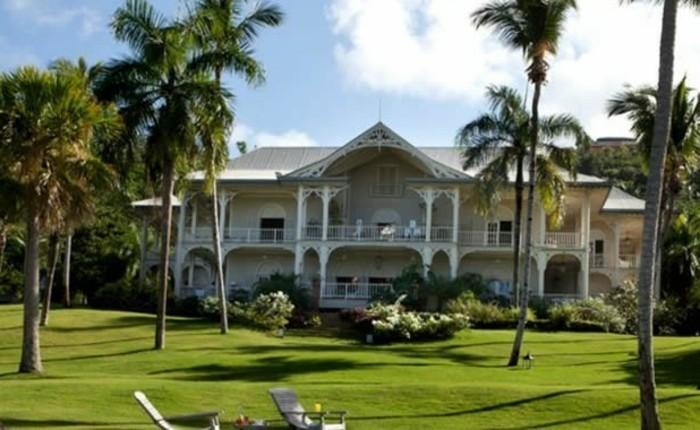 exklusive-villa-mit-palmen