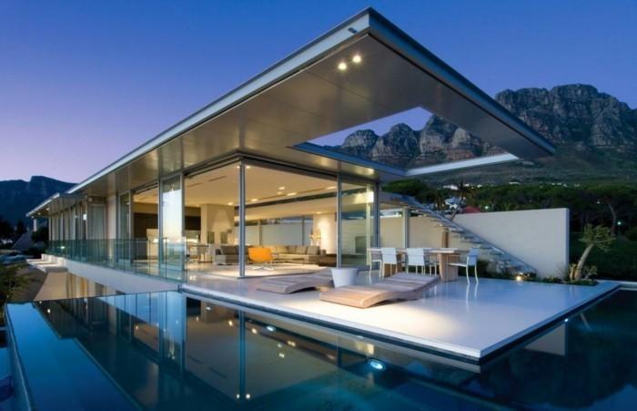 exklusive-villa-mit-spiegel-oberflache