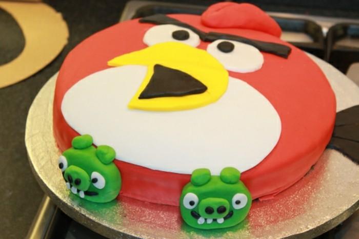 fondant-selber-machen-kuchen-dekorieren-angry-birds-lustige-torte