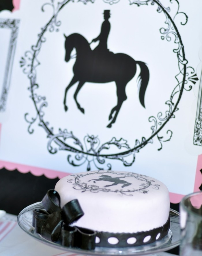 fondant-selber-machen-torten-dekorieren-reiten