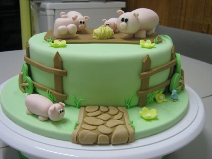 fondant-selber-machen-torten-dekorieren-schweinchen-auf-dem-feld
