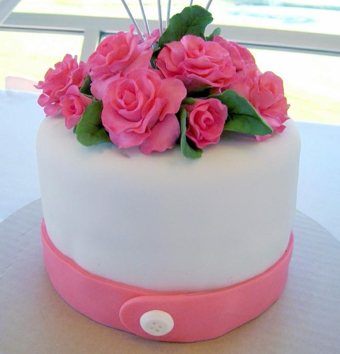 fondant-selber-machen-torten-dekorieren-zugeknopfte-torte