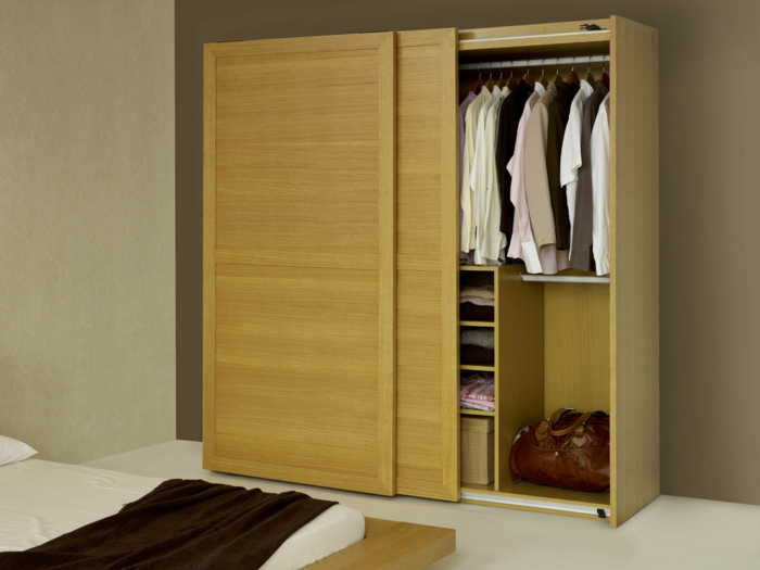 Kleiderschrank schiebetüren holz  Garderobe selber bauen - so geht's! - Archzine.net