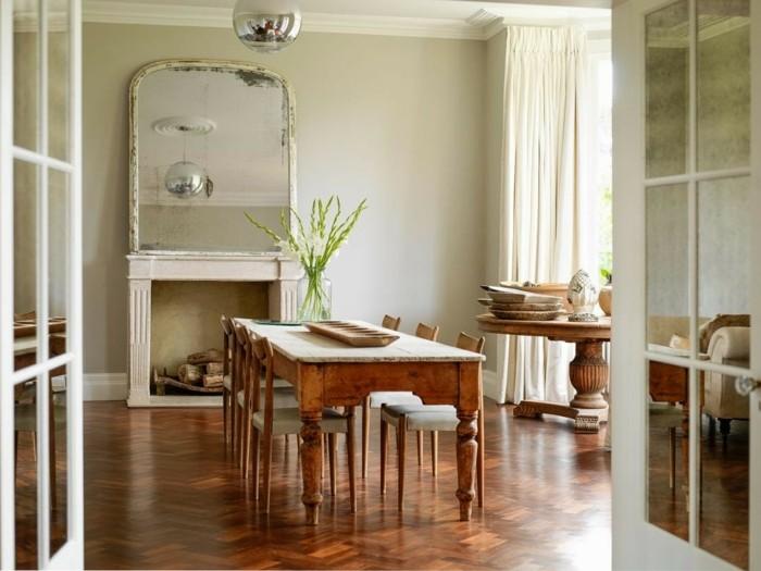 landhaus-deko-haus-deko-blumen-spiegel