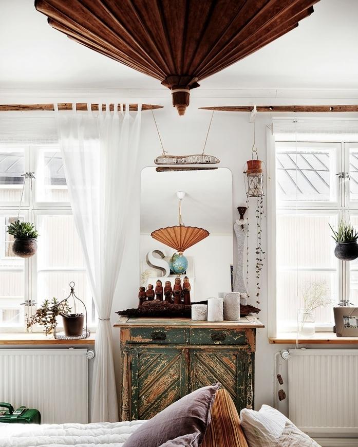 landhaus-deko-landhausstil-authentische-schirmlampe-wiedergespiegelt