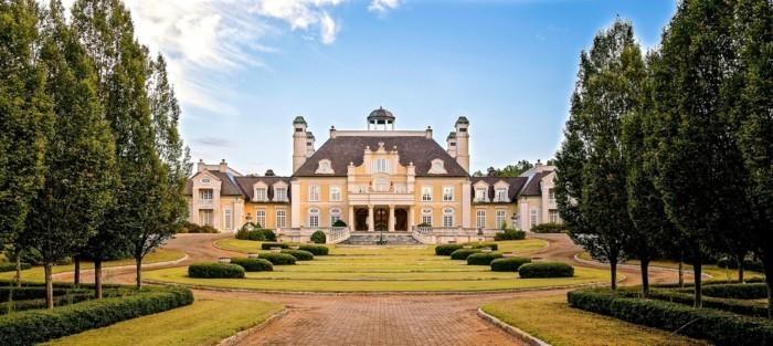 luxus-villa-in-gelb-gestrichen
