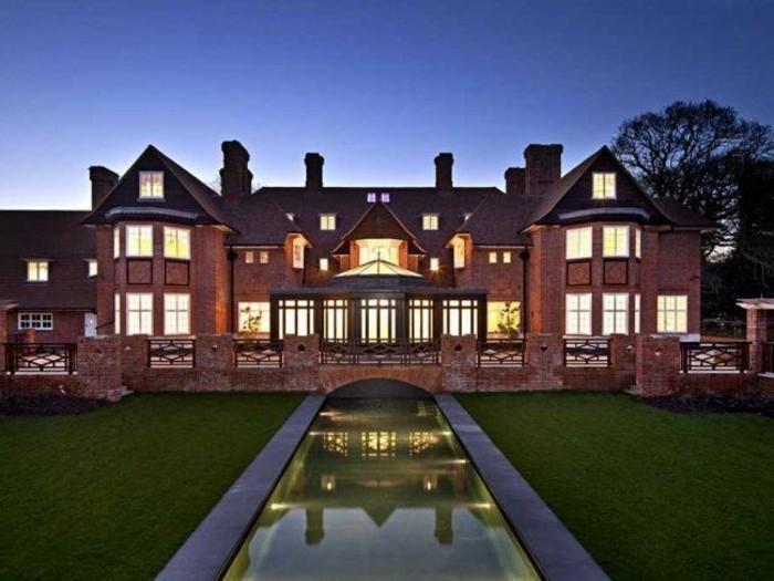luxus-villa-in-rot-gestrichen