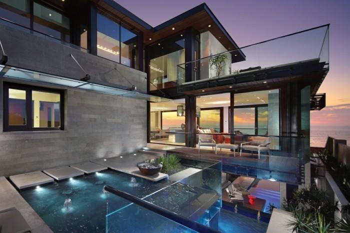 luxus-villa-mit-durchsichtigem-poolboden