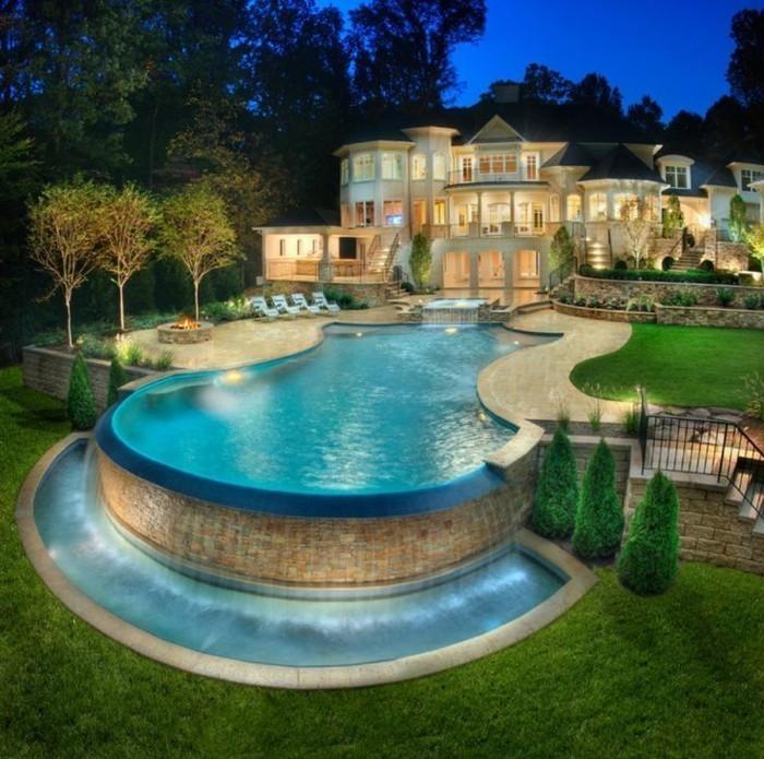 luxushauser-mit-einem-interessanten-pool