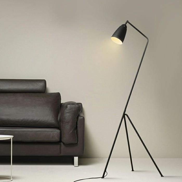 moderne-stehlampe-einmaliges-design-schickes-sofa