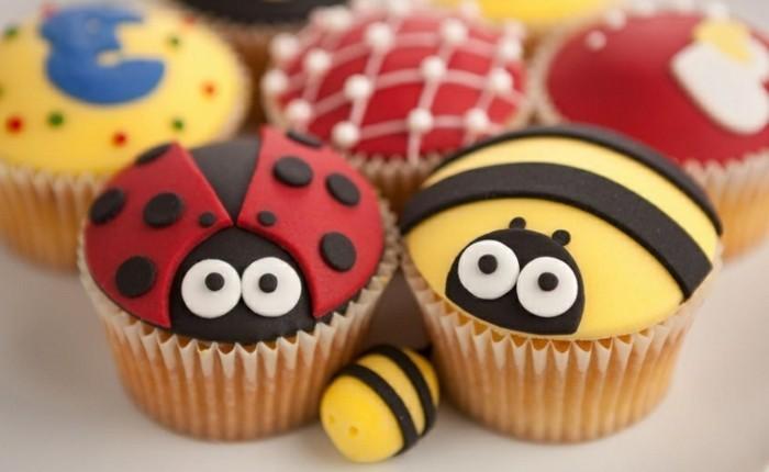 muffins-dekorieren-ideen-biene-und-marienkafer-sind-muffin-freunde