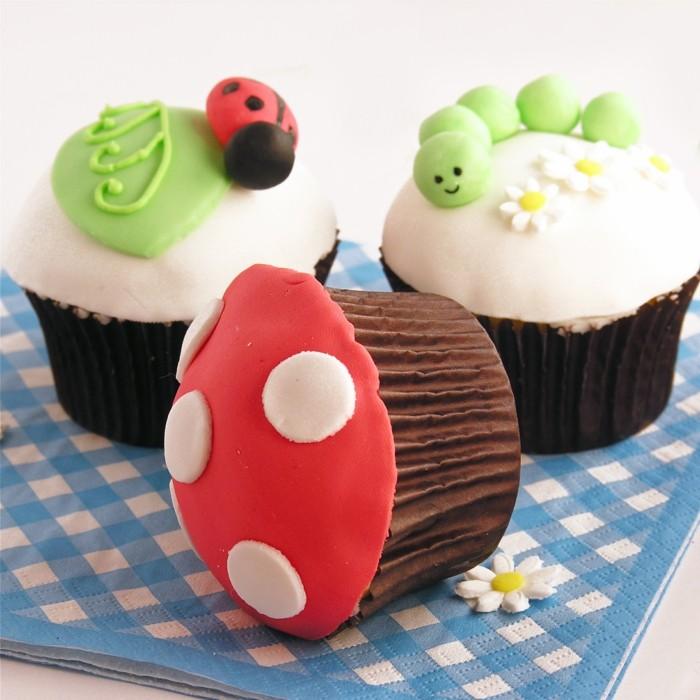 muffins-dekorieren-ideen-kleine-waldtiere-pilze-muffins-dekorieren