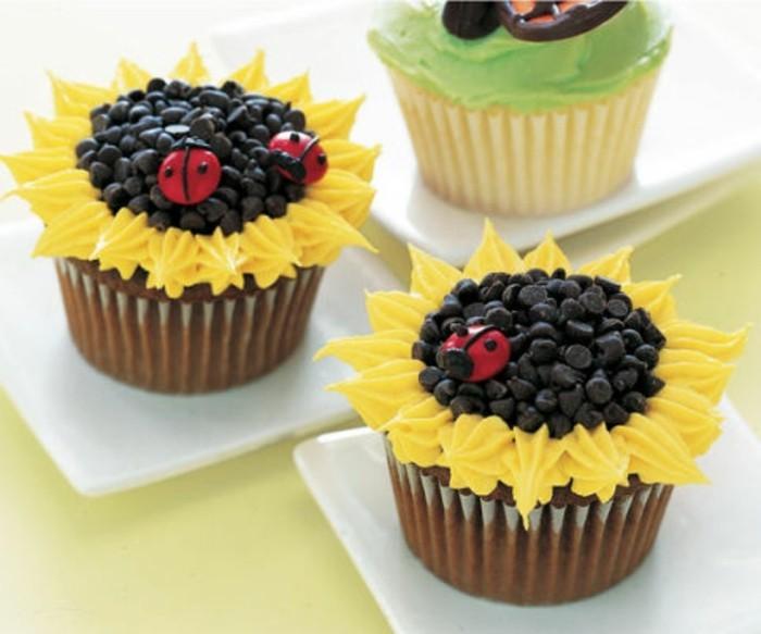 muffins-dekorieren-ideen-sonnenblumen-und-marienkafer-deko