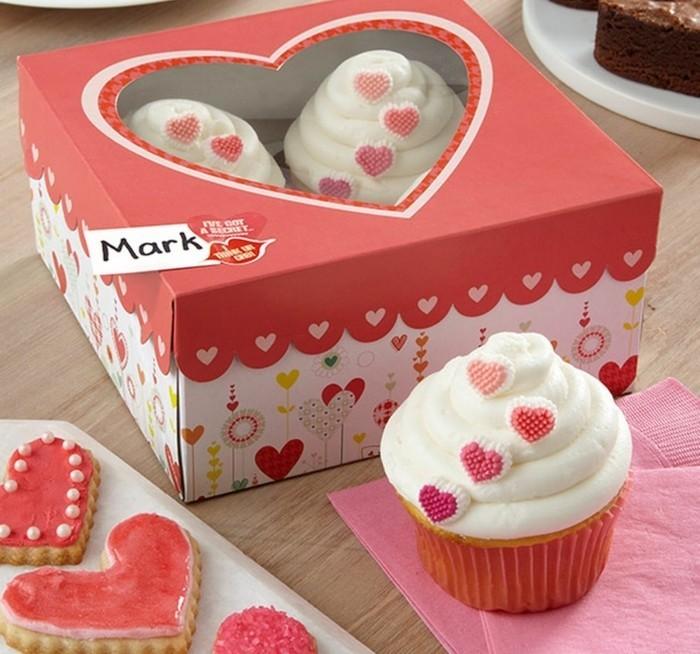 muffins-dekorieren-valentinstag-geschenk-muffins-verzieren