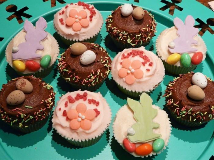 muffins-dekorieren-zu-ostern-lustig-dekorieren-muffins-verzieren