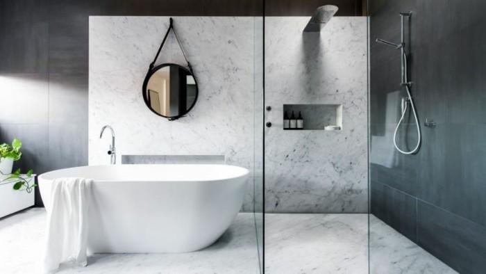 muster-badezimmer-klassische-weisse-farbe