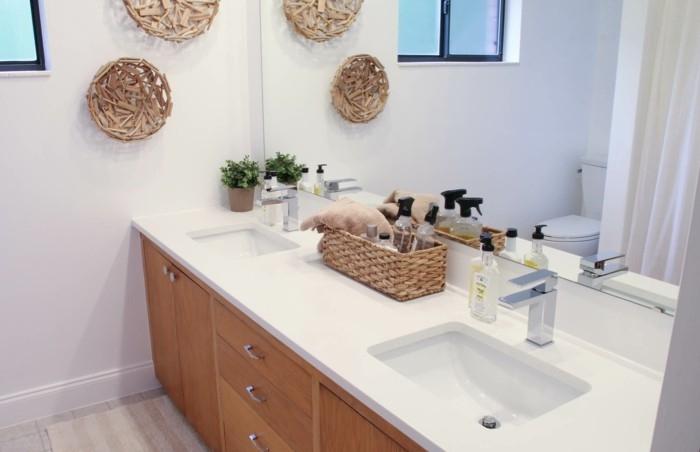 muster-badezimmer-viele-geflochenen-dingen