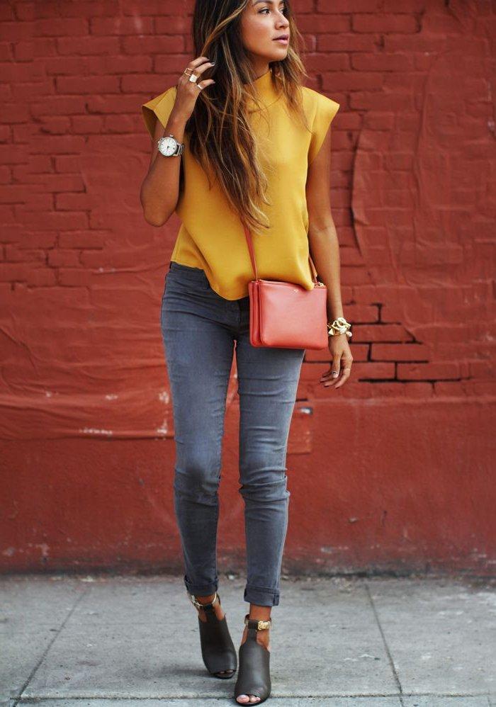 schicke-kleidung-mit-gelber-bluse