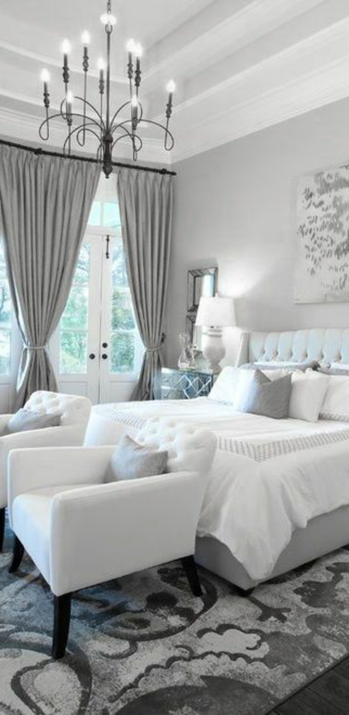 Weißes Schlafzimmer einrichten mit grauen Akzenten