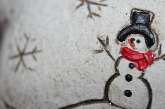 schneemann-figur-wunderschoenes-foto-zu-weihnachten