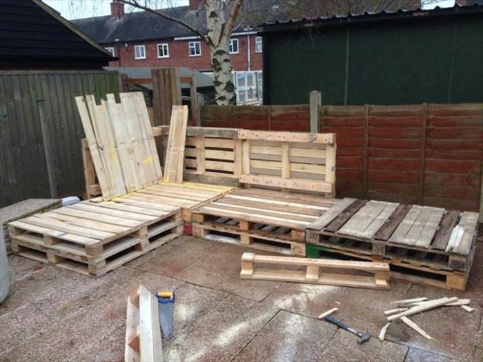 sofa-selber-bauen-aus-europaletten-ein-schones-sofa-selber-bauen