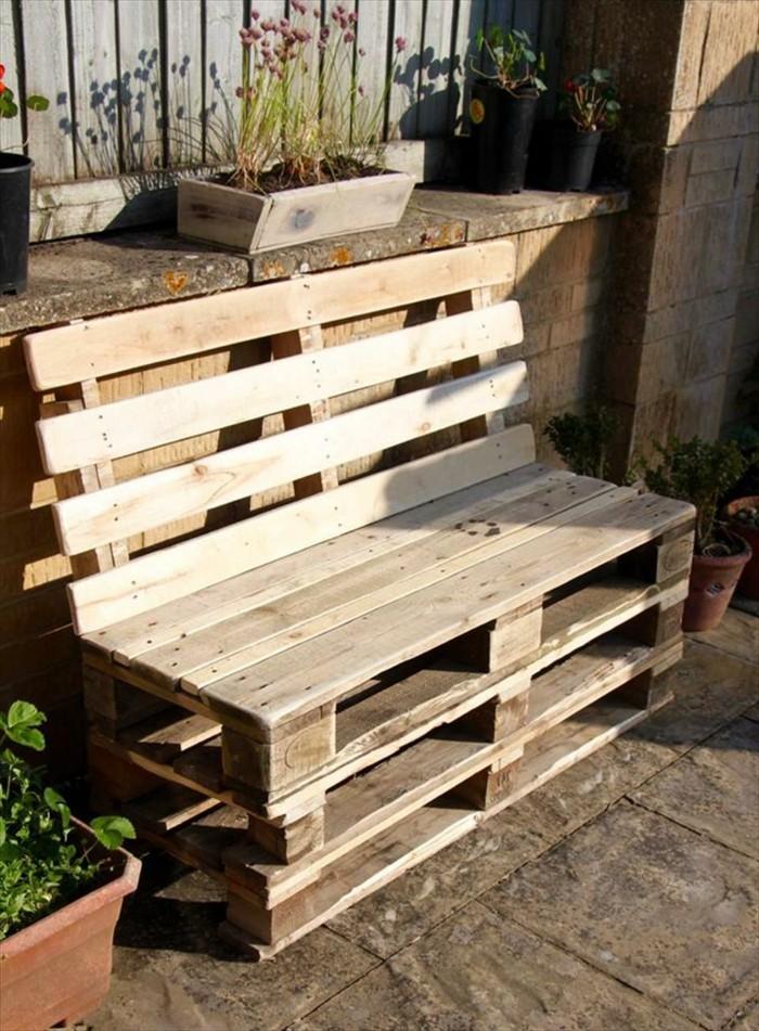 sofa-selber-bauen-ausgefallenes-sofa-aus-europaletten