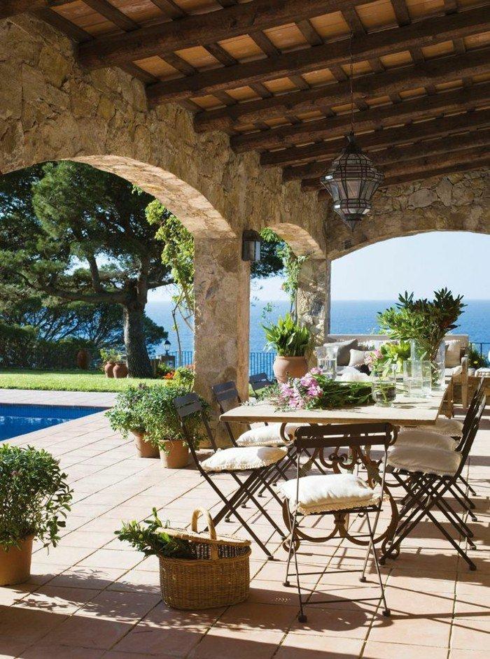 terrasse-dekoration-von-haus-mit-panorama
