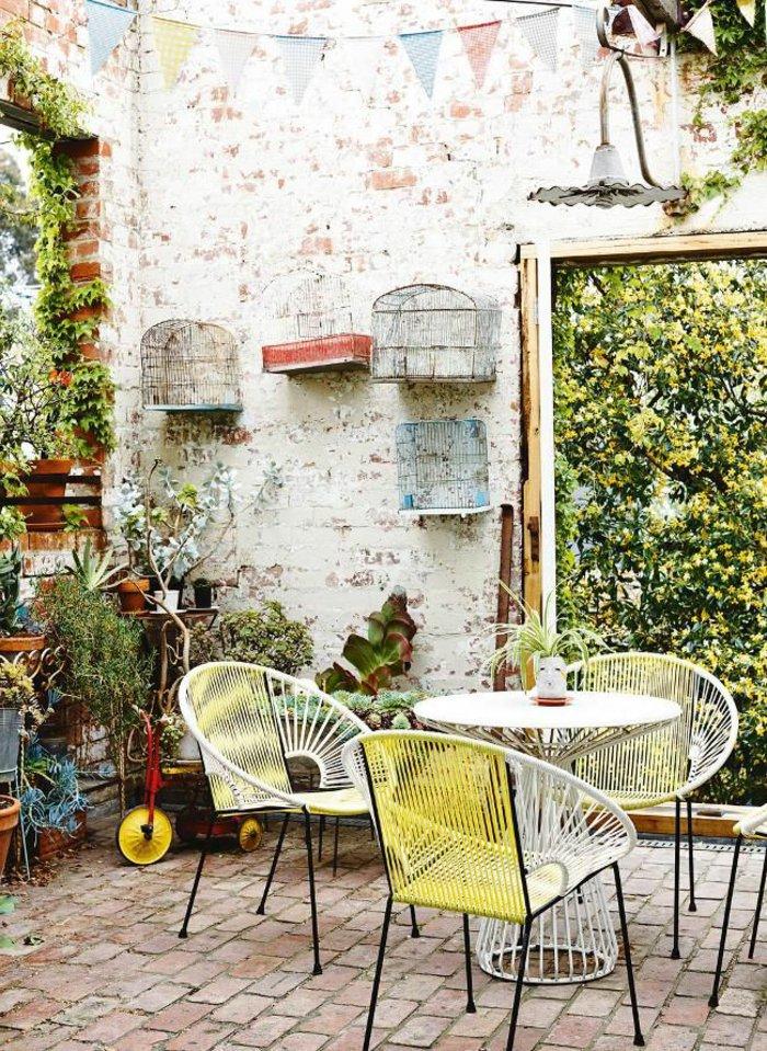 terrasse-dekorieren-mit-einigen-kafigen