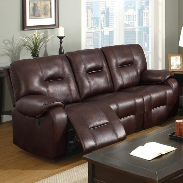 wohnzimmer-in-braun-mit-braun-sofa