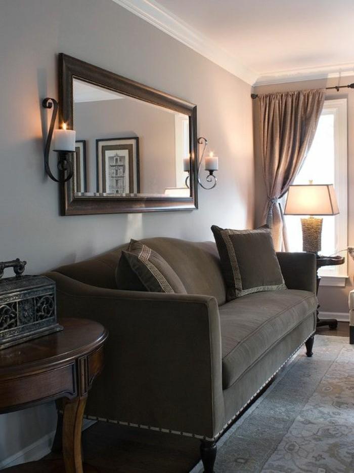wohnzimmer-in-braun-mit-dunkle-sofa-und-beige-wande