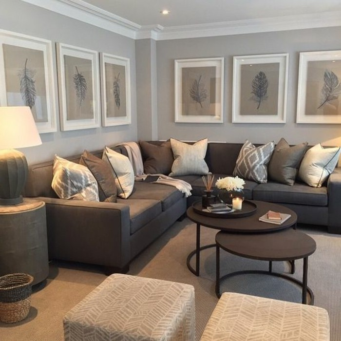 Ein wohnzimmer in braun wirkt einladend und wohnlich for Kissen wohnzimmer deko