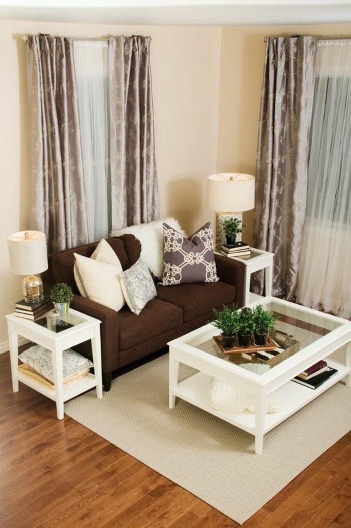 Wohnzimmer In Braun Mit Weis Mobel Und Grau