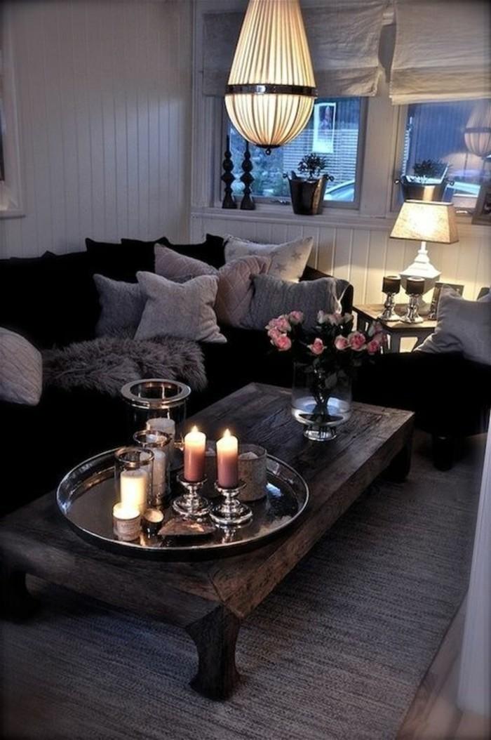 wohnzimmer-in-braun-und-sofa-mit-vielen-kisses