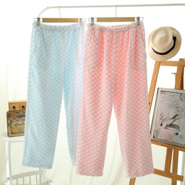 wunderschone-pyjamas-in-zwei-cremigen-farben