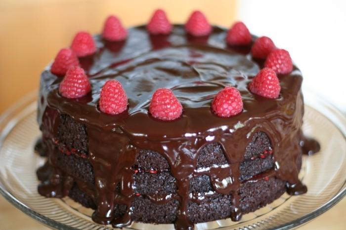 1-1-vegane-torte-schokolade-fruchte-himbeeren