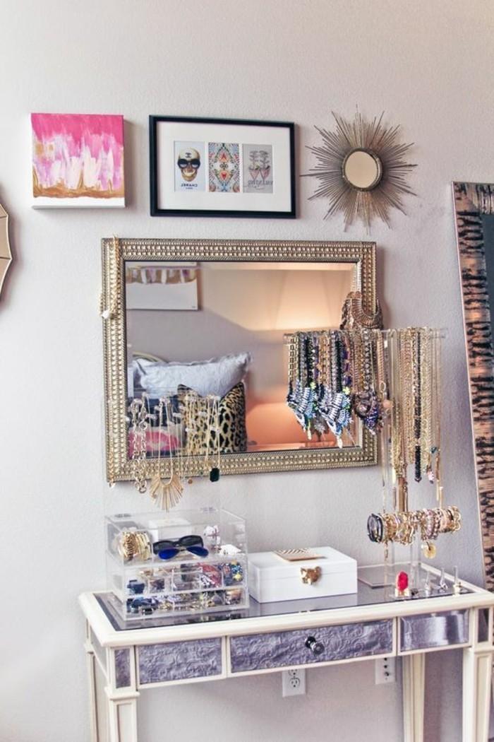 11-schminktisch-frisiertisch-mit-spiegel-accessoire-goldene-schmuckstucke