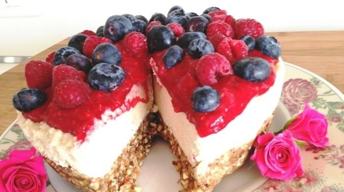3-2vegane-torte-vegan-cheesecake-fruchte-veganes-essen
