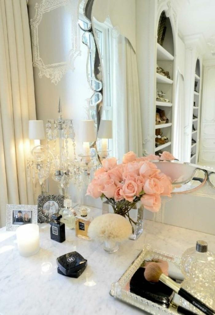 8-schminktisch-frisiertisch-mit-piegel-rosa-rosen-schminken-lampe