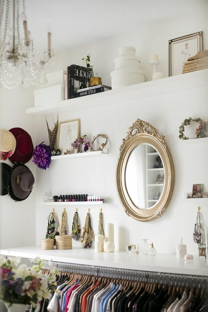 ankleidezimmer-einrichten-accessoire-spiegel-kleider