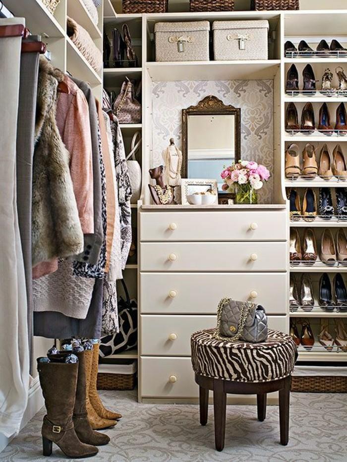 Ankleidezimmer Einrichten Weiser Begehbarer Kleiderschrank Kleiner  Hocker Kleider
