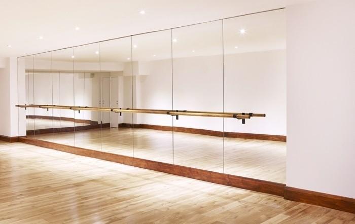 ballettstangen-studio-einrichten-spiegel-und-ballettstange
