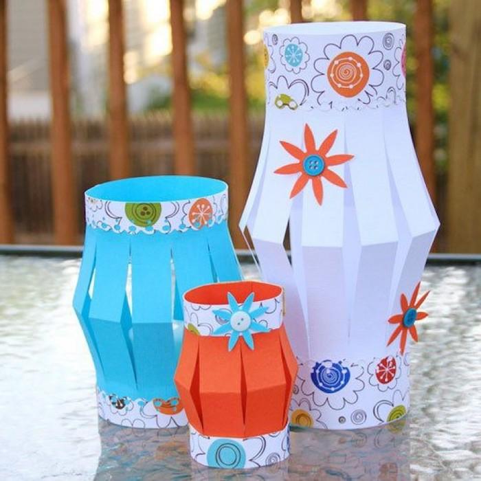 basteln mit transparentpapier windlicht herbst papier laterne mit blumen und knöpfen