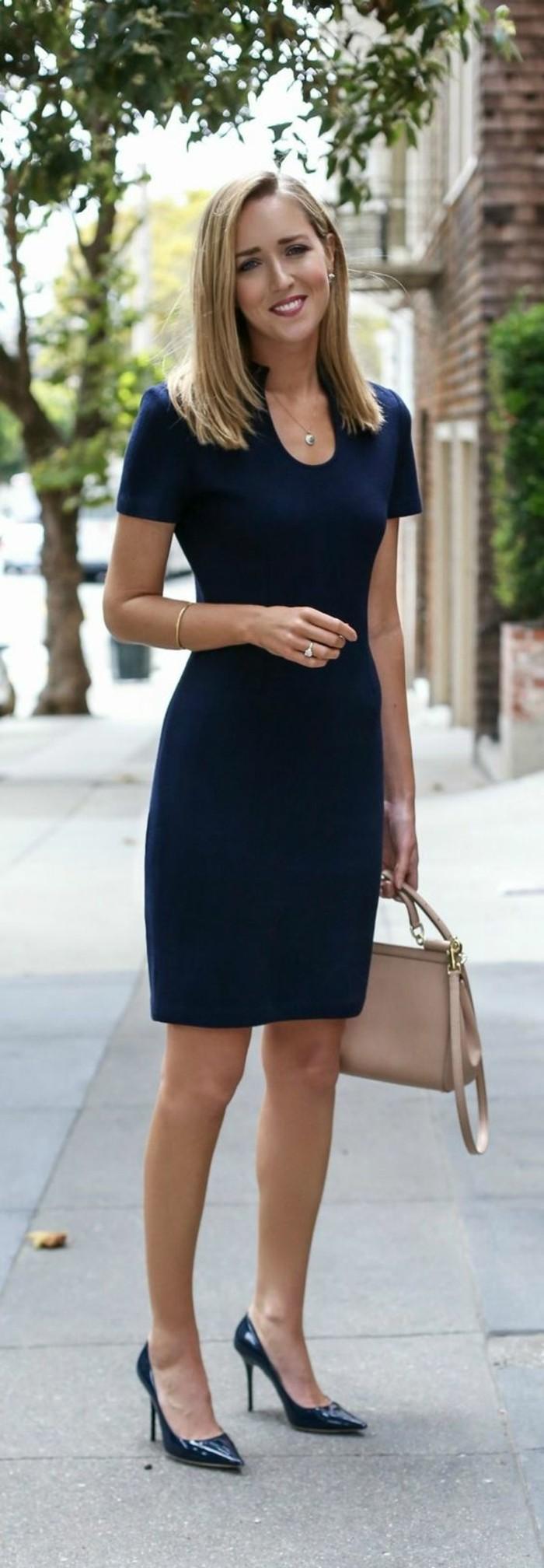 Blaues kleid welche schuhe und tasche