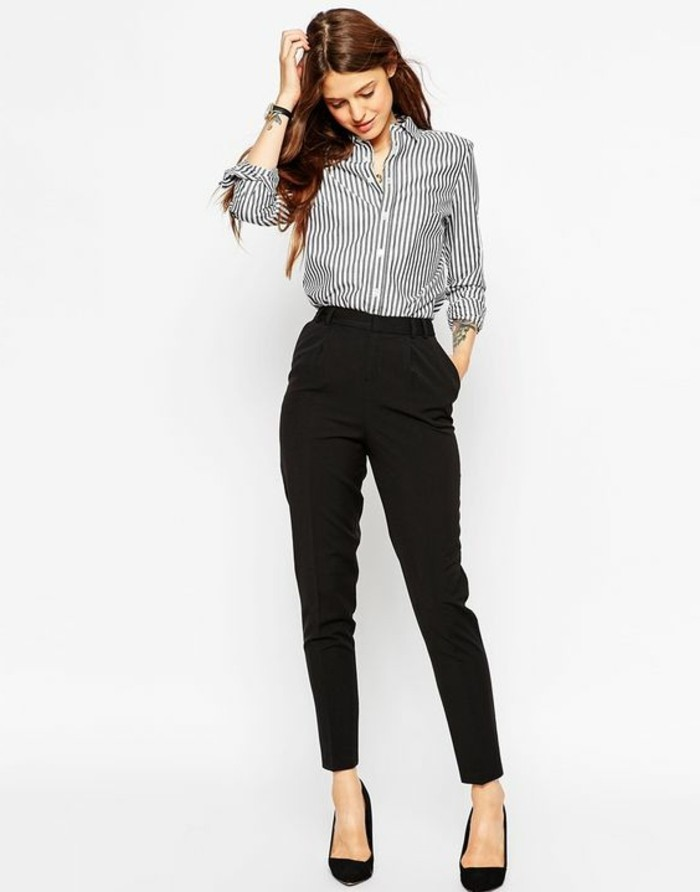 business-kleider-gestreiftes-hemd-schwarze-hose-schwarze-hohe-schuhe